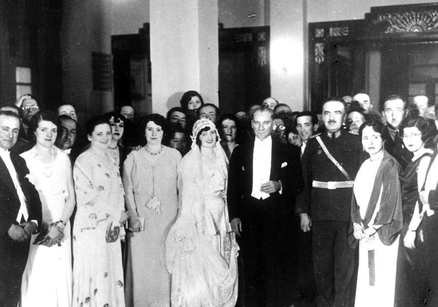 Atatürk Ve Türk Kadını ...