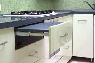 mesa dentro de gaveta cozinha planejada