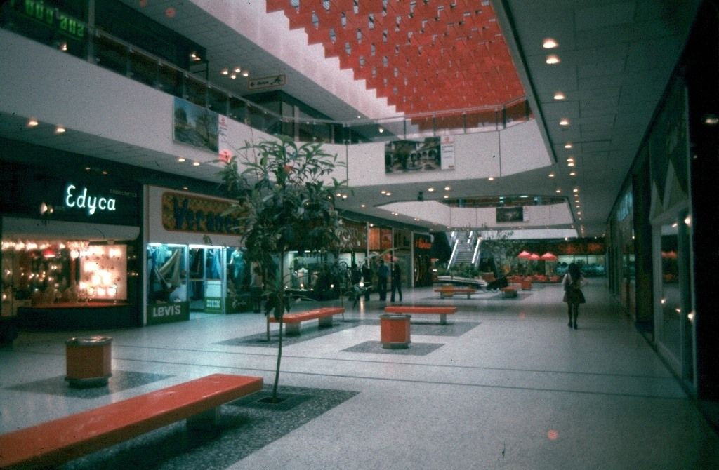 C C Unicentro, Tiendas por departamento en Bogota